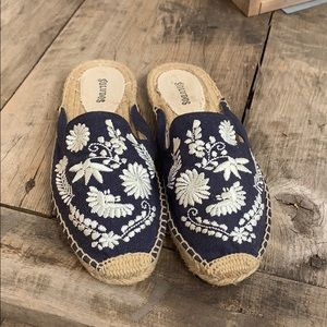 Saludos embroidered espadrille size7.